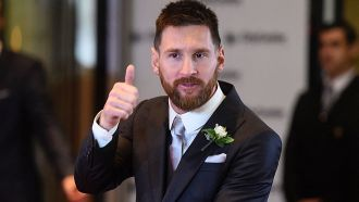 Messi seals his Barcelona renewal, extending to 2021 with a € 300m release clause